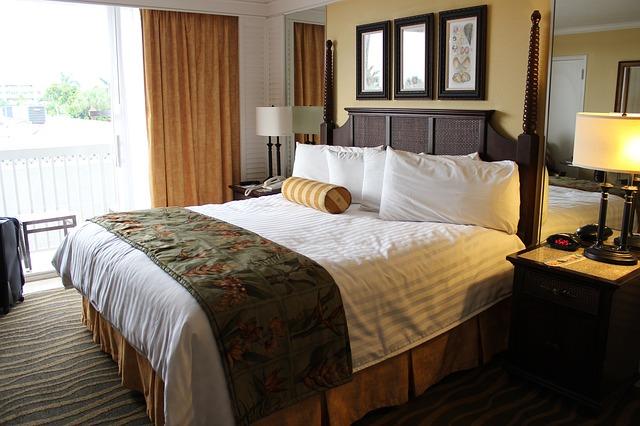 velká luxusní postel