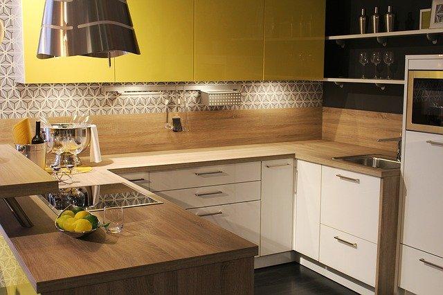 bíložlutá kuchyň.jpg