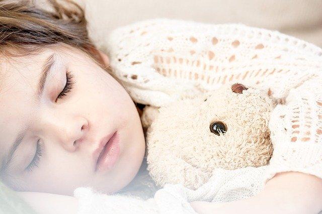 spánek s medvídkem