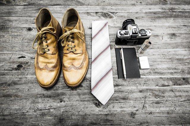boty, kravaty a peněženky