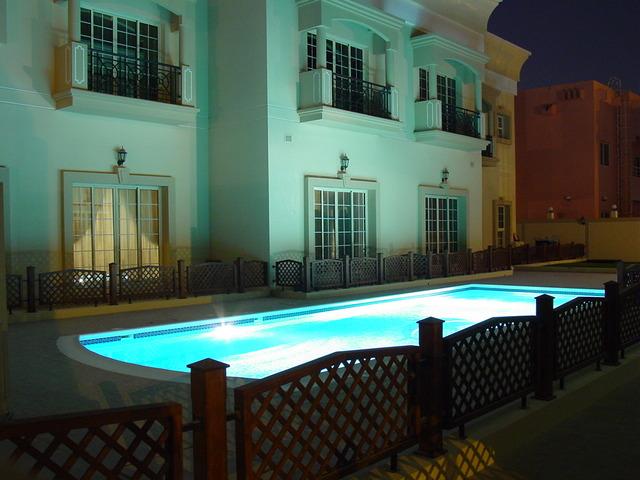 osvětlený bazén