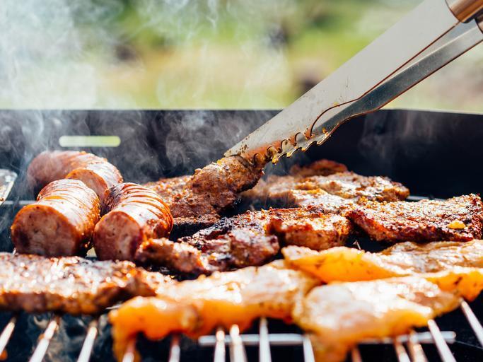 Tučné jídlo na grilu