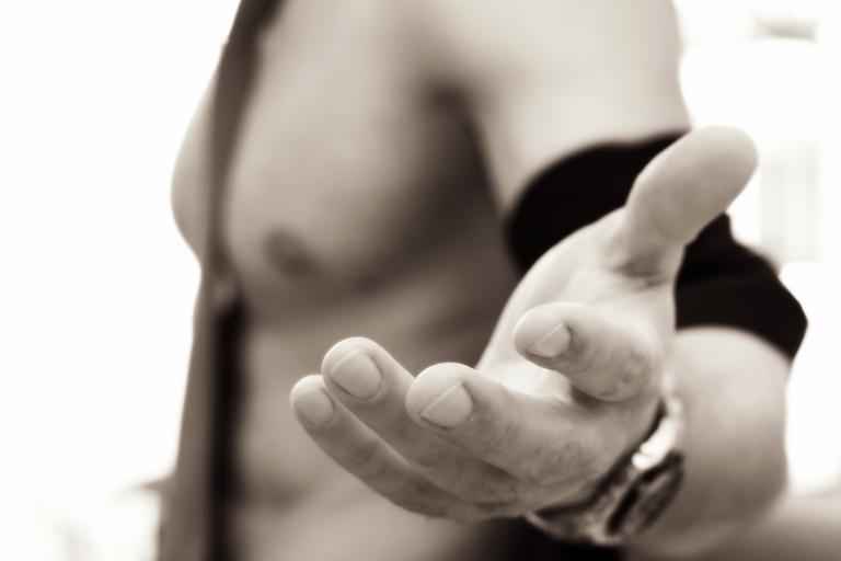 natažená ruka muže